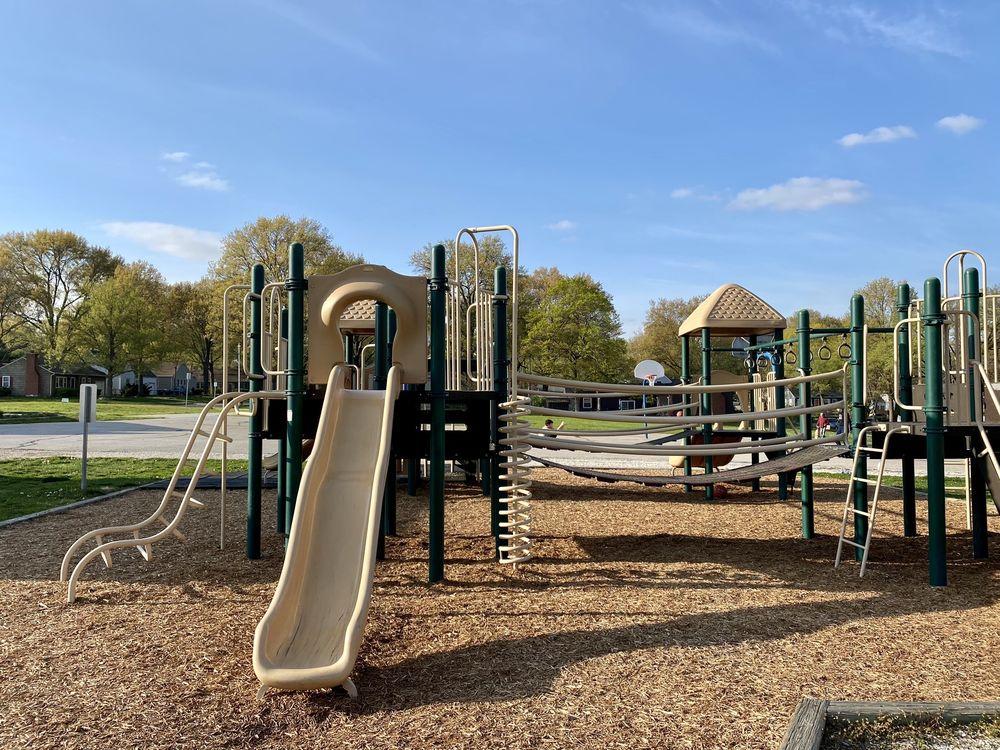 R Park: 5535 Juniper Dr, Roeland Park, KS