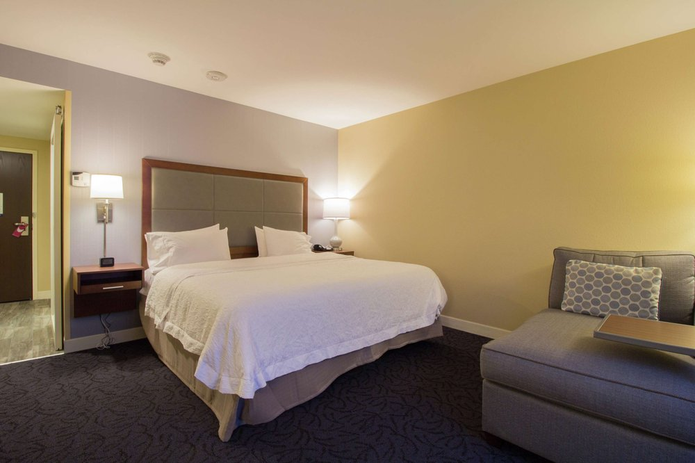 Hampton Inn & Suites Cazenovia: 25 Lakers Ln, Cazenovia, NY