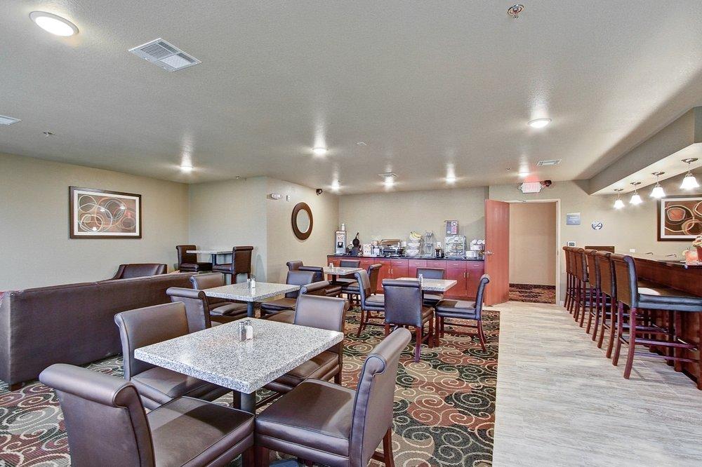 Cobblestone Hotel & Suites - Pulaski: 1220 Mountain Bay Dr, Pulaski, WI