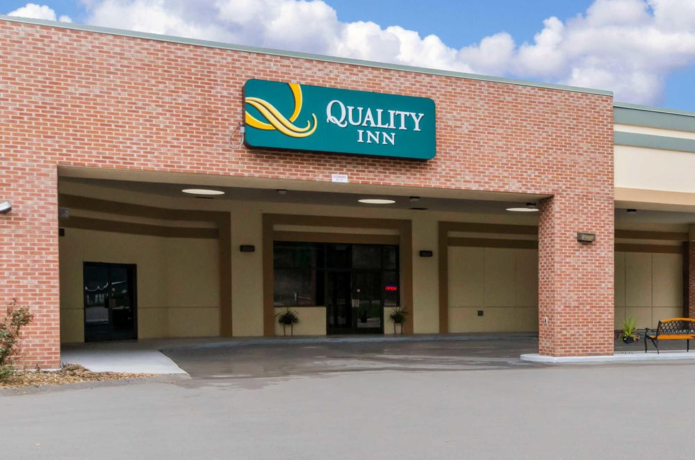 Quality Inn: 200 Dawahare Drive, Hazard, KY