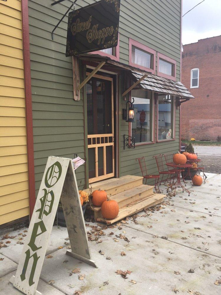 Pocahontas Mercantile & Sweet Shoppe: 105 Academy St, Pocahontas, IL