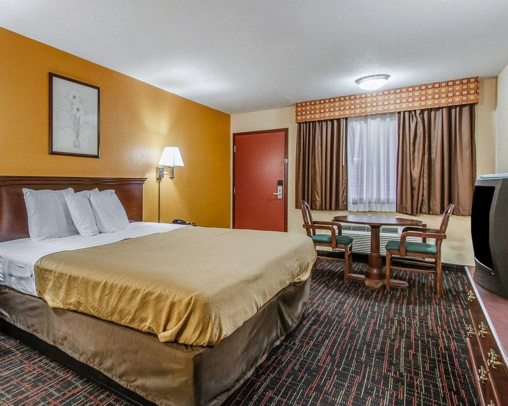 Econo Lodge: 2122 US 74 S, Purcell, OK