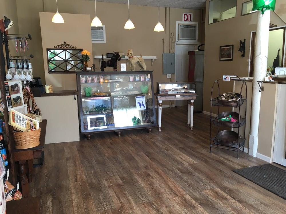 BowWow's Pet Laundry, Barkery & Boutique: 2406 Union St, Blue Island, IL