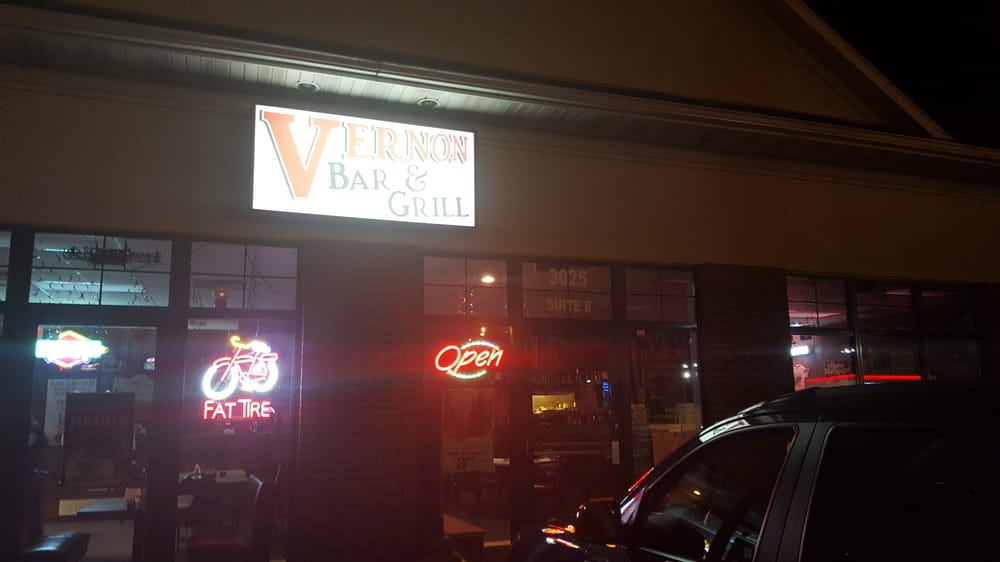 Vernon Bar And Grill: 3025 Mt Vernon Rd SE, Cedar Rapids, IA
