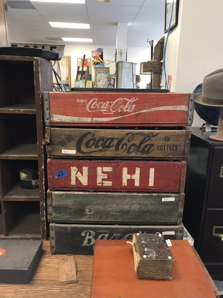 Junkworks Antiques: 125 E Baltimore St, Hagerstown, MD