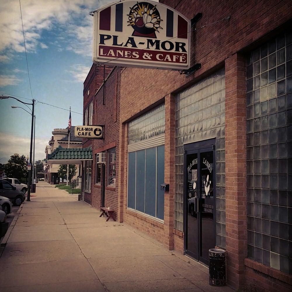 PlaMor Lanes & Cafe: 517 D St, Fairbury, NE