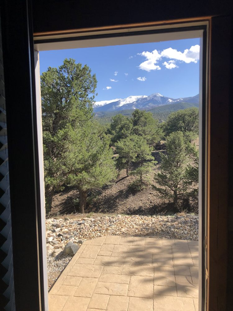 Tudor Rose Bed & Breakfast and Chalets: 6720 County Rd 104, Salida, CO