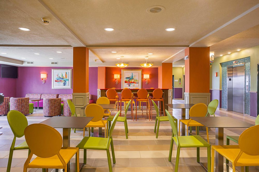 Clarion Inn & Suites: 5538 E Indiana St, Evansville, IN