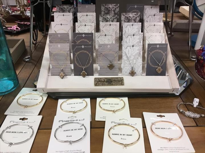 LilyRose Boutique: 10517 Fischer Park Dr, Louisville, KY