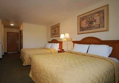 Oak Hill Inn & Suites: 1701 Oak St, Canton, MO
