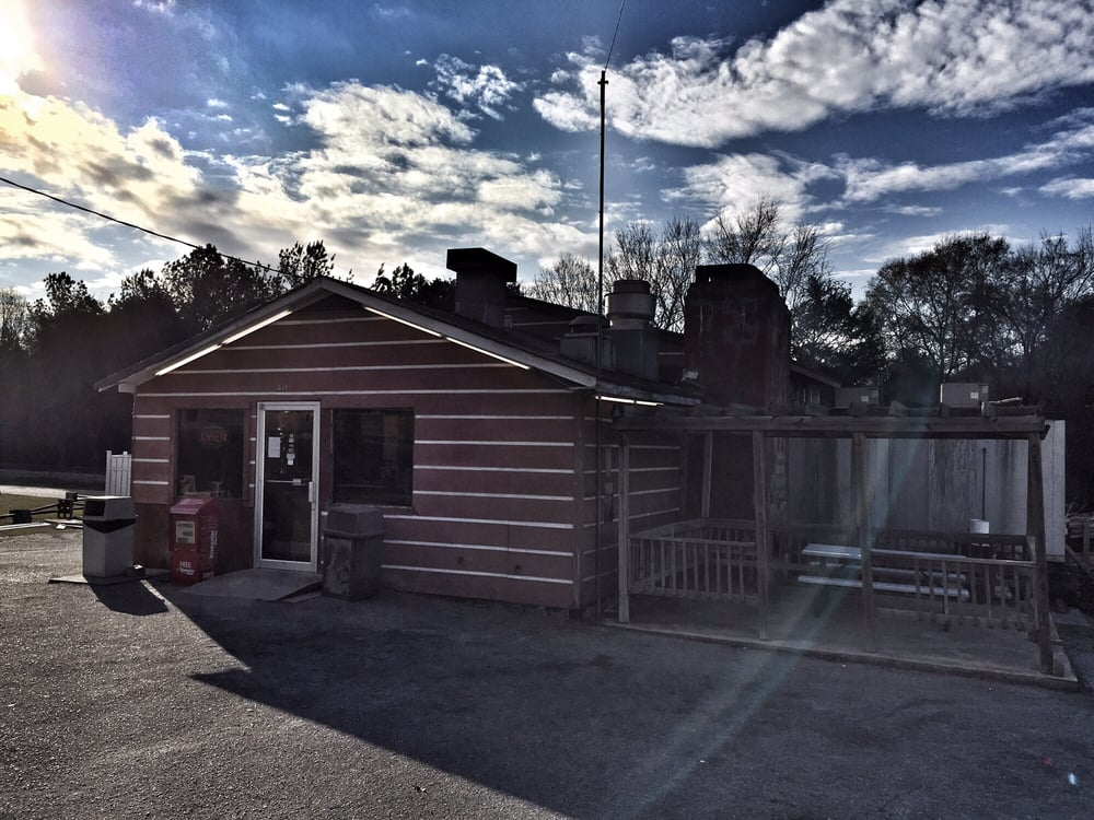 Buddy's Pit Barbeque: 411 1st St N, Alabaster, AL
