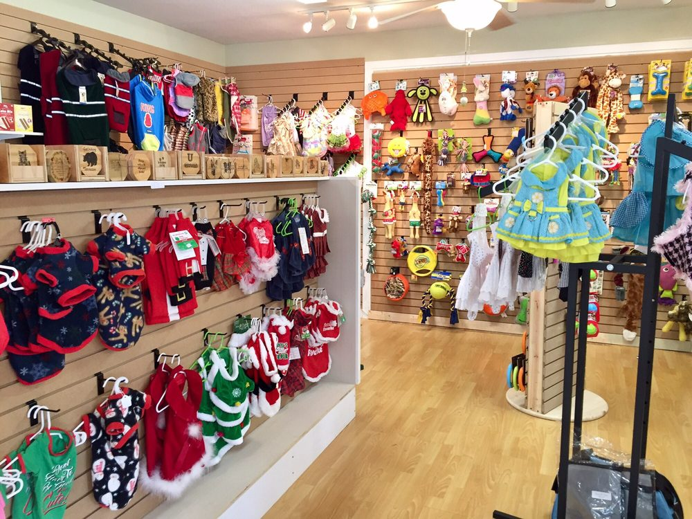Holly and Willow's Pet Barn: 170 Glades Rd, Gatlinburg, TN