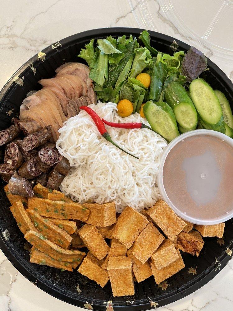 Viet Kitchen: 967 Manor Blvd, San Leandro, CA