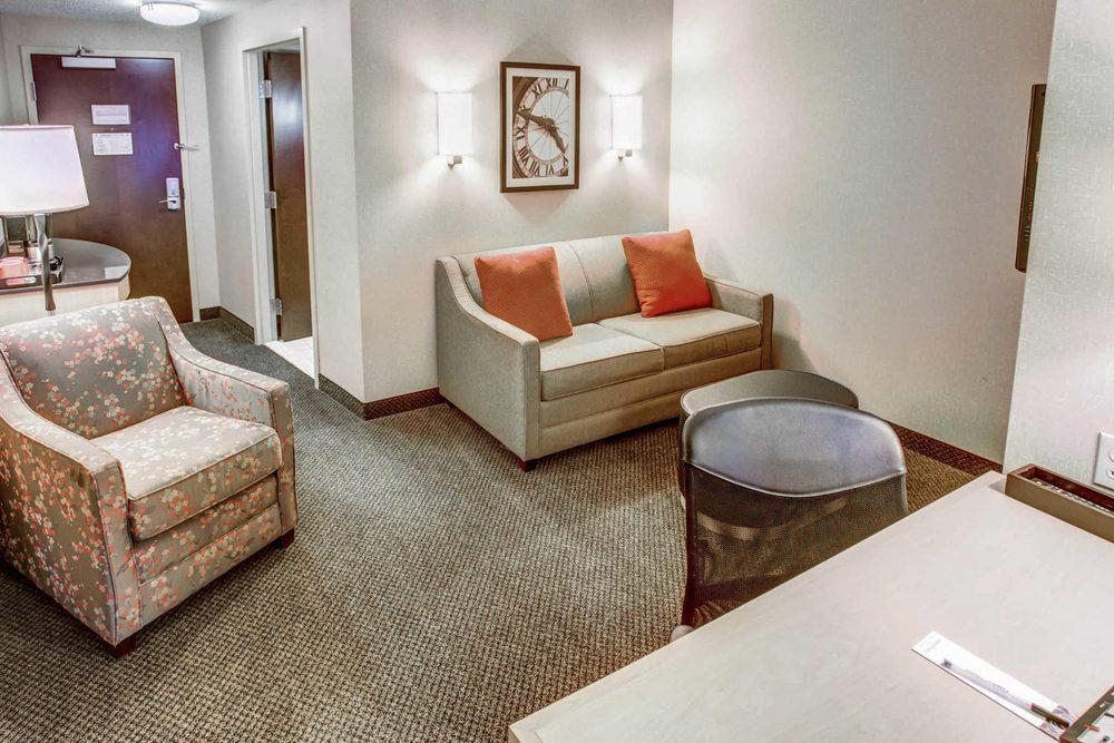 Cambria Hotel Washington Meadows Casino: 451 Racetrack Rd, Washington, PA