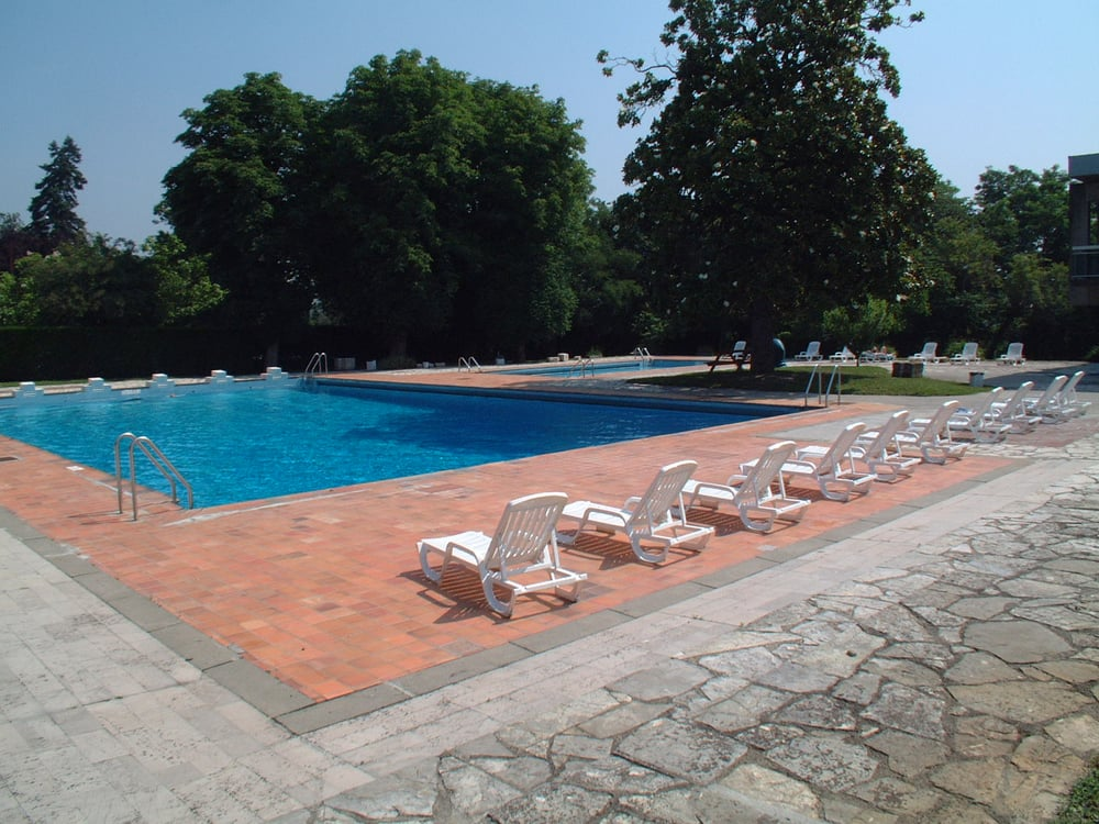 Piscine ancely swimming pools all e des causses for Piscine near me