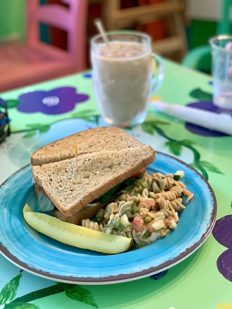 Midway Cafe and Coffee Bar: 80499 Overseas Hwy, Islamorada, FL
