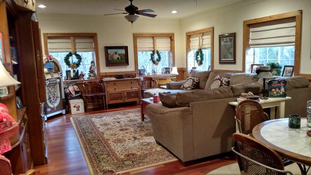 Blackberry Creek Retreat: 5086 State Hwy Kk, Rogersville, MO