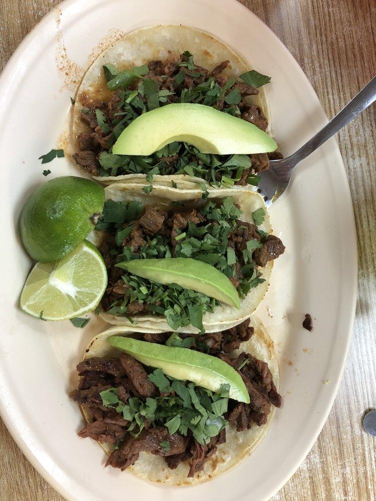 Carniceria Las Delicias Taqueria & Bakery: 1010 US Hwy 380, Decatur, TX