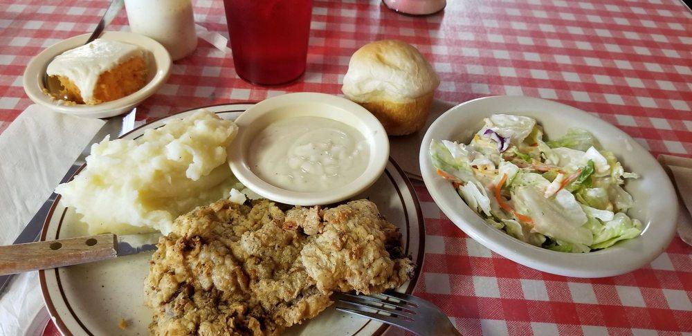 Redbarn Cafe: 1310 N Hillcrest Dr, Sulphur Springs, TX