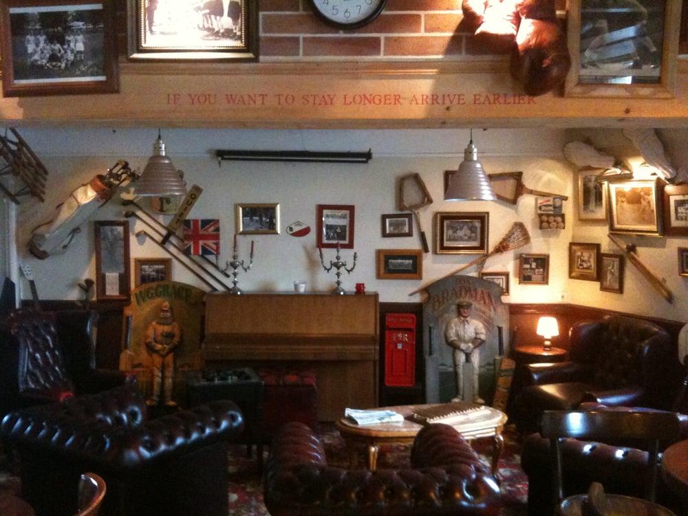 pub bar pubs 1 place de le mairie st vincent. Black Bedroom Furniture Sets. Home Design Ideas