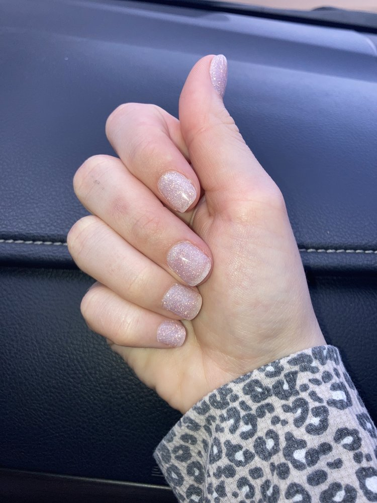 Star Nails: 103 S Frontage Rd, Meridian, MS