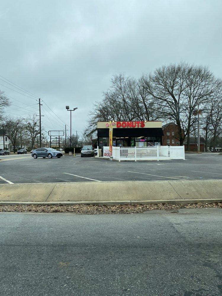 Jackson Donuts: 465 E 3rd St, Jackson, GA