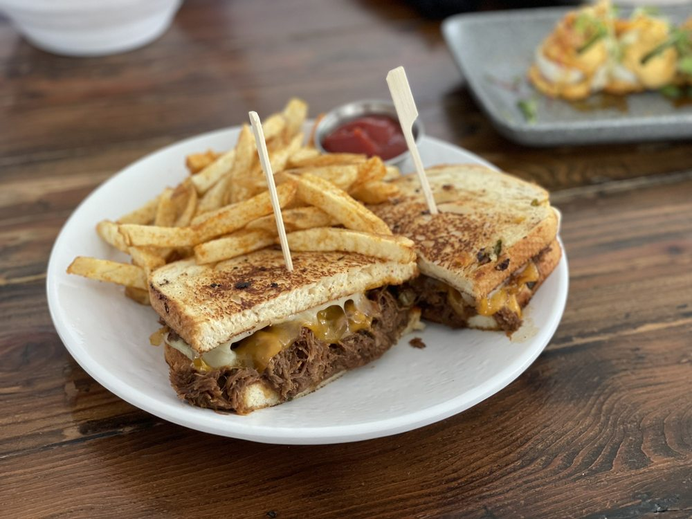 Local Tap House & Kitchen: 308 S Coast Hwy, Oceanside, CA