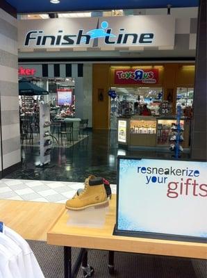 Finish Line Shoe Stores 4465 Poplar Ave, Audubon Oak