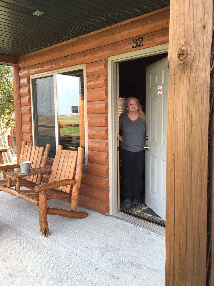 Frontier Cabins: 1101 Glenn St, Wall, SD