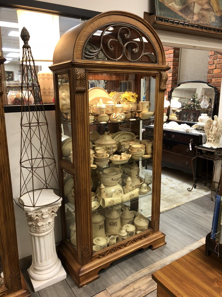 Family Tree Furniture Antiques & Collectibles: 401 Main St, Belton, MO