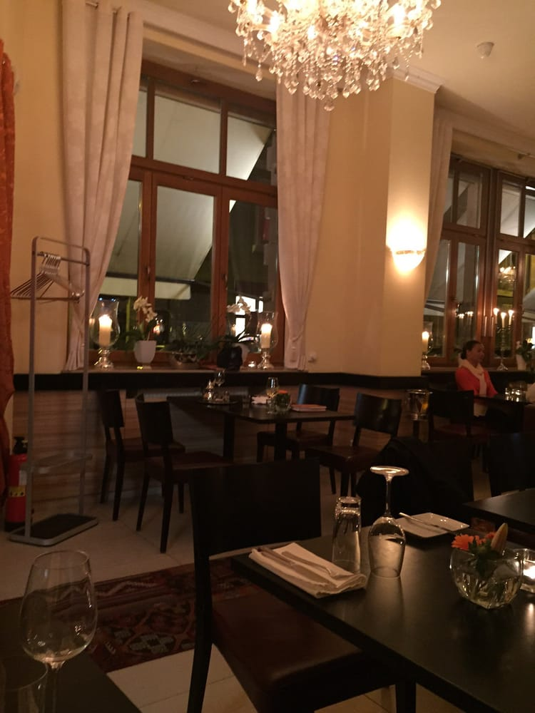 Chambre d'amis  CLOSED  24 Photos & 29 Reviews  French
