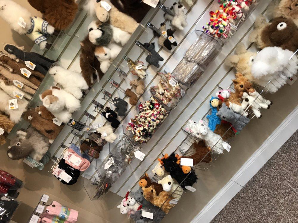 Fox Wire Farm Store & Boutique: 8105 Richmond Rd, Toano, VA