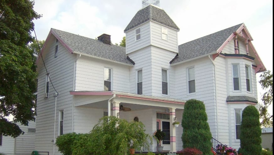 Victorian Inn Bed & Breakfast: 5622 E Harbor Rd, Lakeside Marblehead, OH