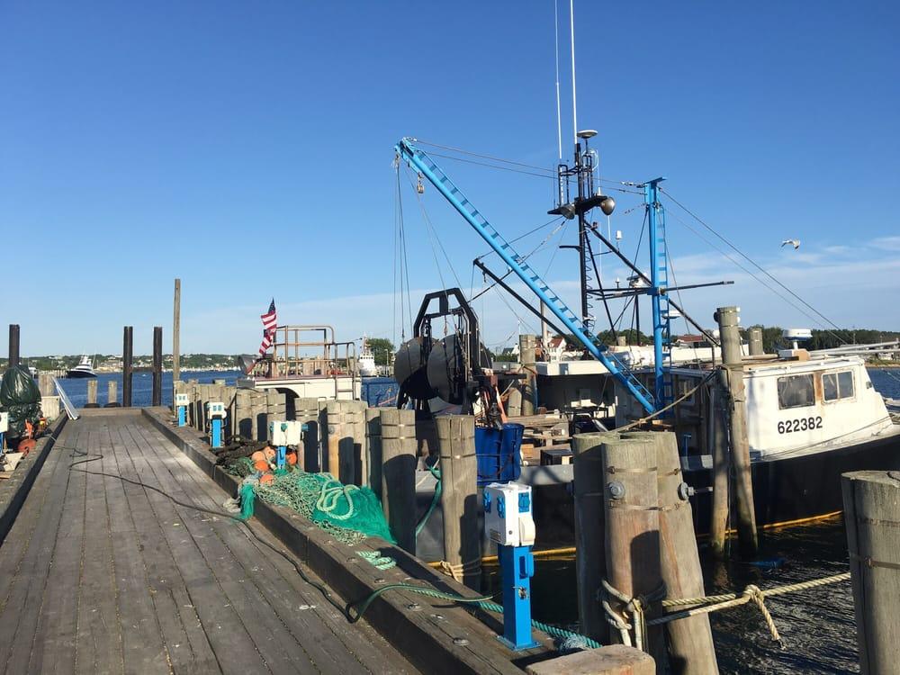 Montauk fish dock restaurants 478 w lake dr montauk for Montauk ny fishing