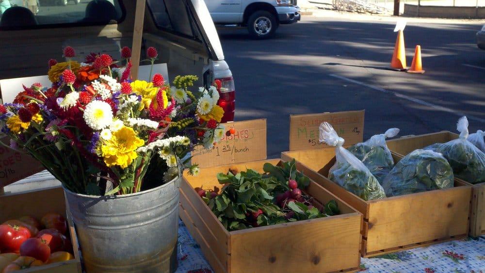 Bishop Farmers Market: 690 N Main St, Bishop, CA