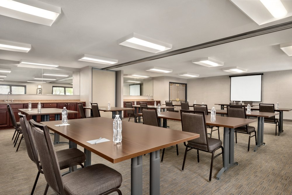 Country Inn & Suites by Radisson: 315 Roosevelt Rd, Pella, IA