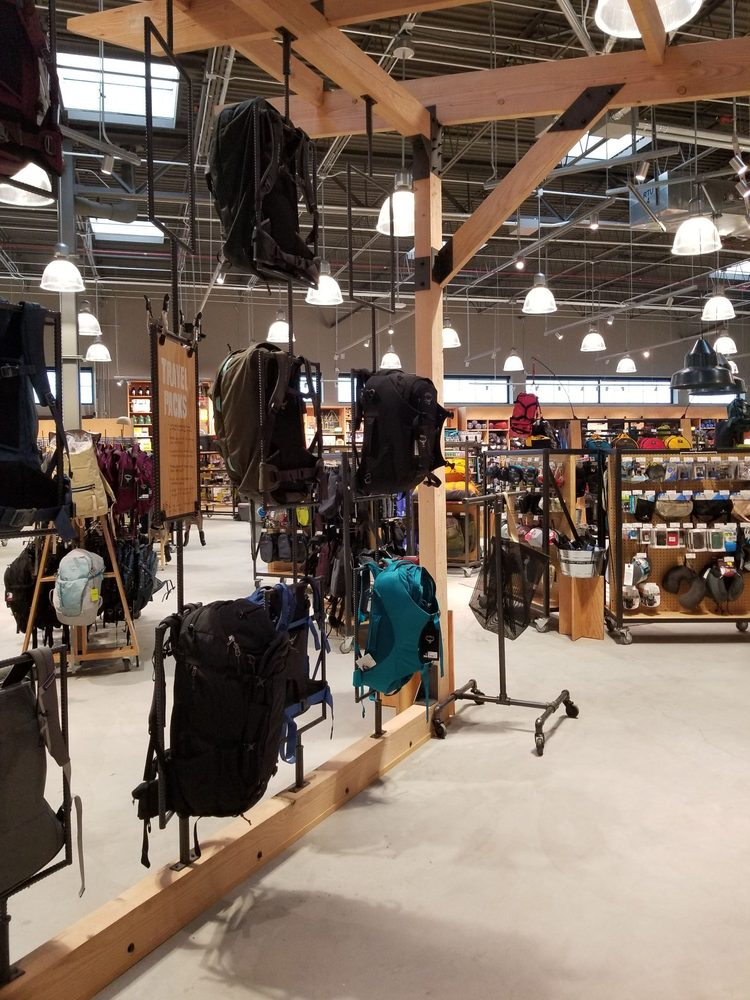 REI: 905 W Eastman St, Chicago, IL