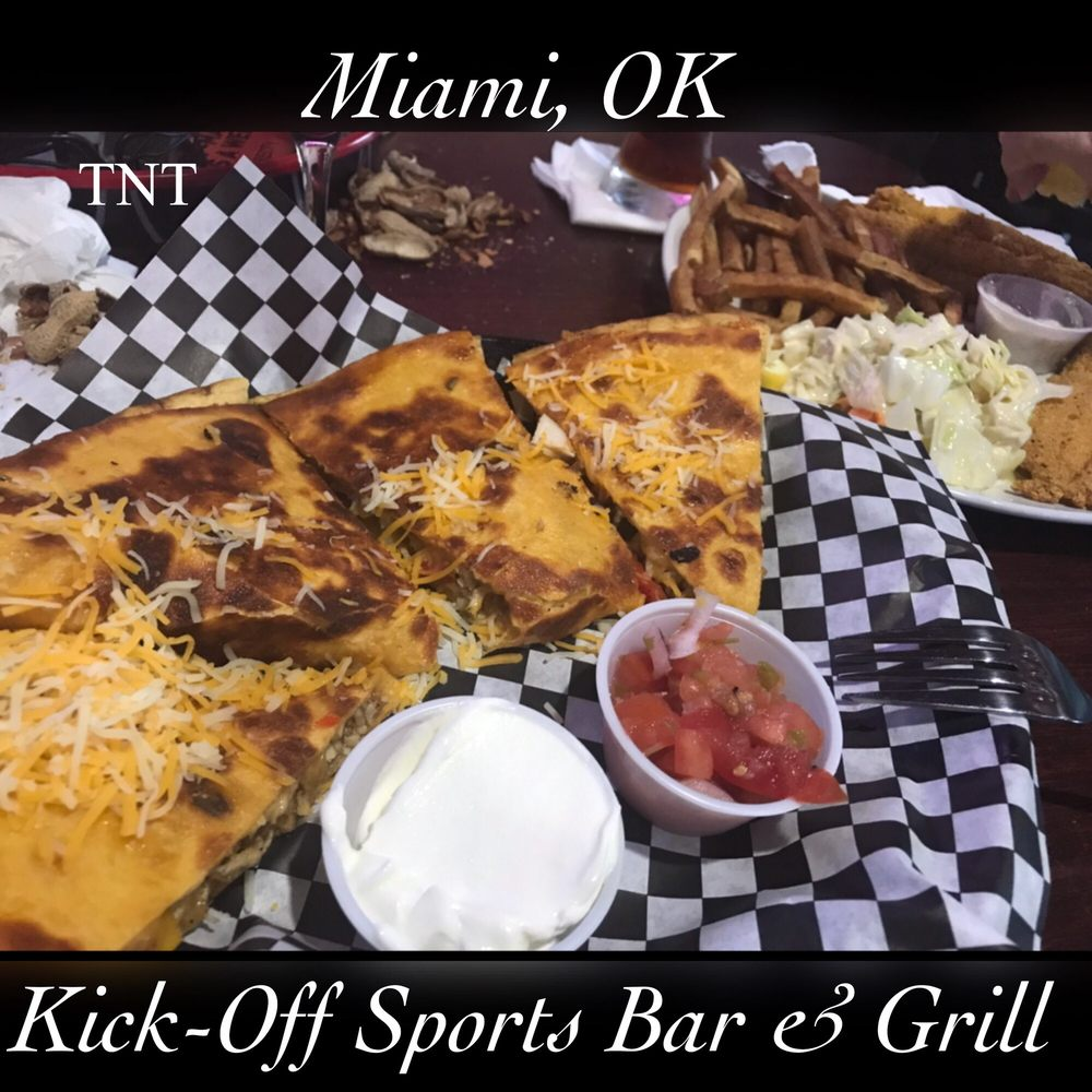 Kick-Off Sports Bar & Grill: 910 E Steve Owens Blvd, Miami, OK