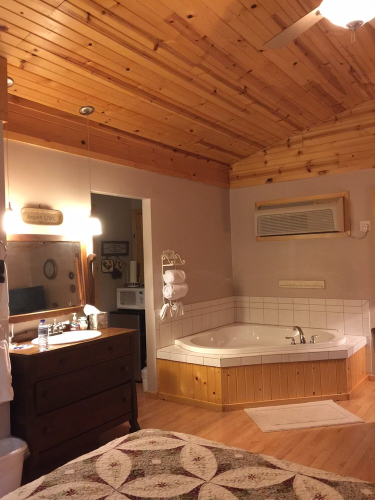 Bowman's Oak Hill Bed and Breakfast: 4169 State Highway 13, Wisconsin Dells, WI