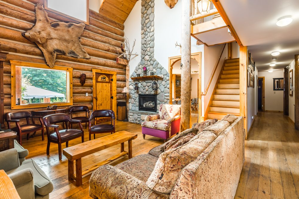 Wallace Falls Lodge: 14424 Wallace Lake Rd, Gold Bar, WA
