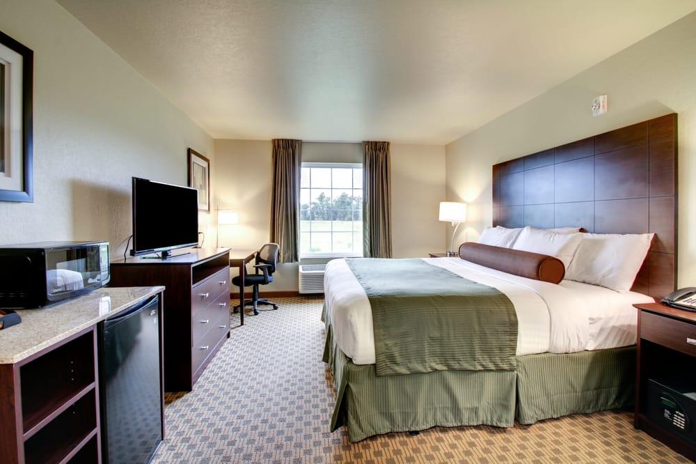 Cobblestone Inn & Suites - Schuyler: 2218 Colfax St, Schuyler, NE