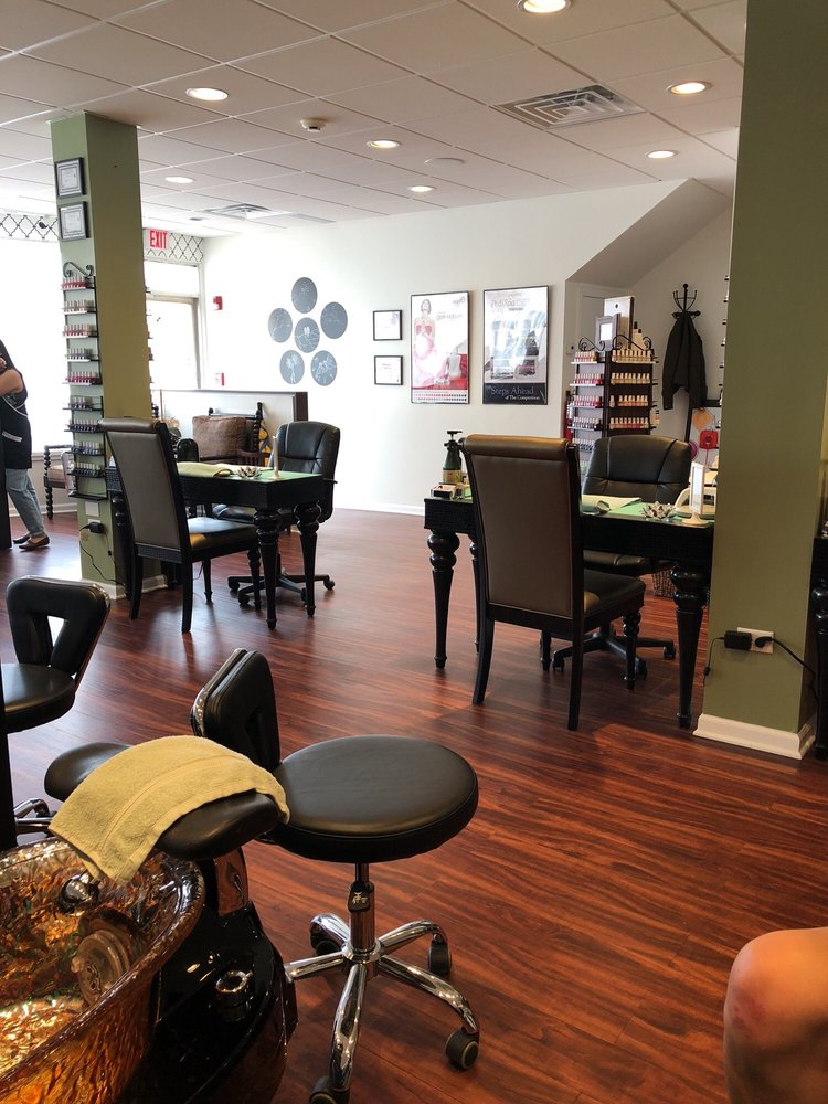 Astra Nails & Spa: 400 Sheridan Rd, Highwood, IL