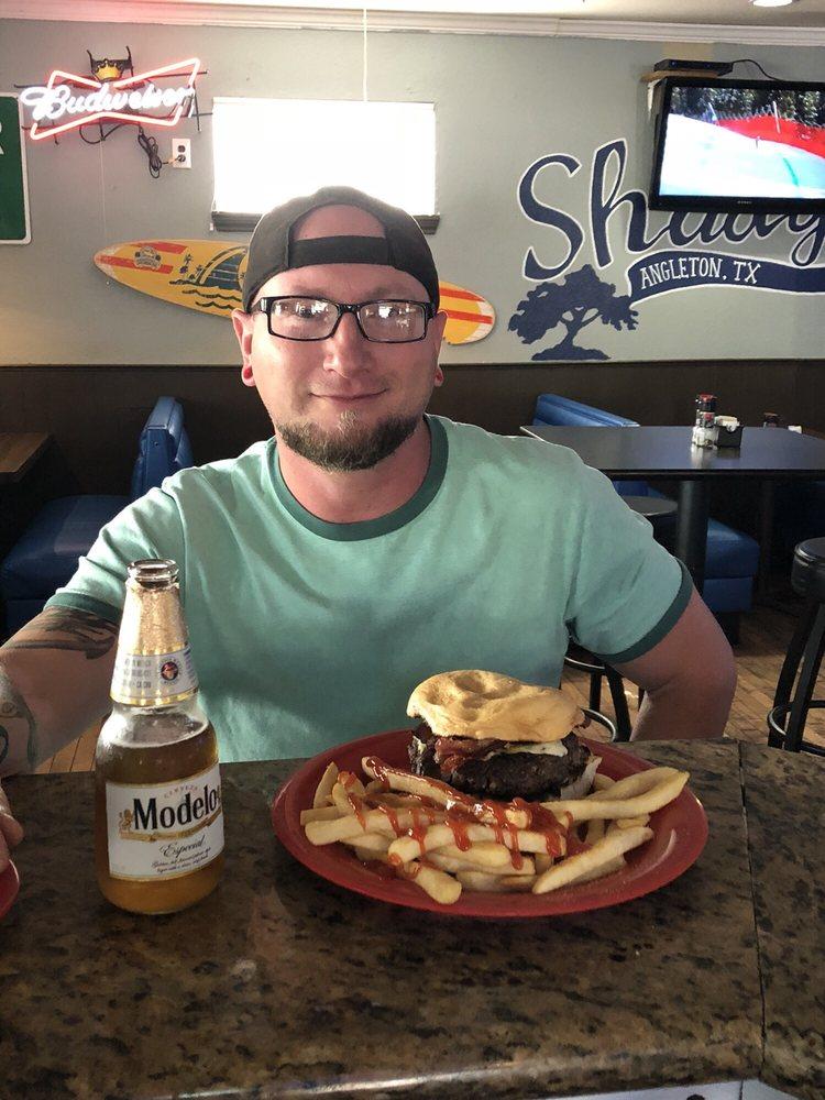 Shady's Porch Pub & Grill: 840 E Mulberry St, Angleton, TX