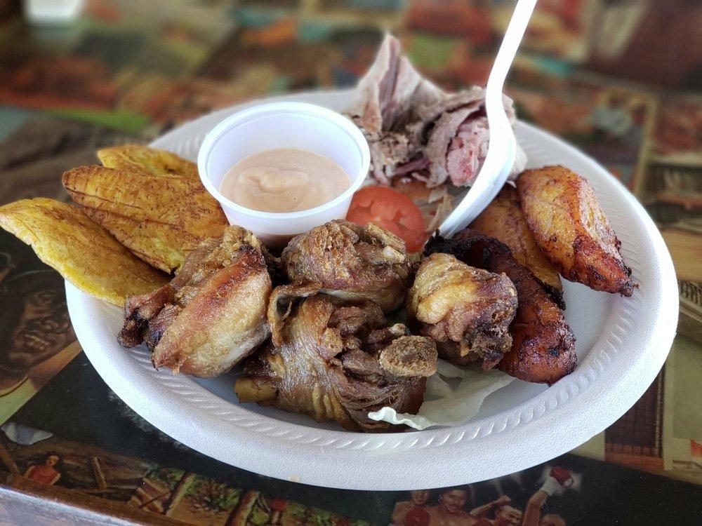 Food from Lechonera Los Foros