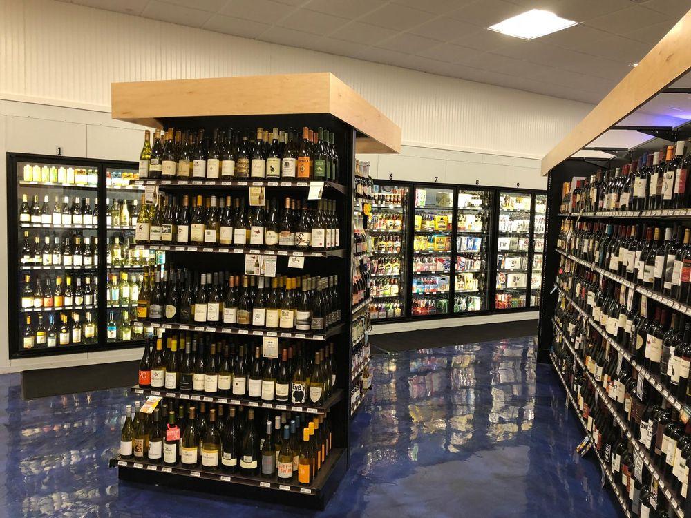 Moonshine Liquors: 4 Great Western Rd, Harwich, MA