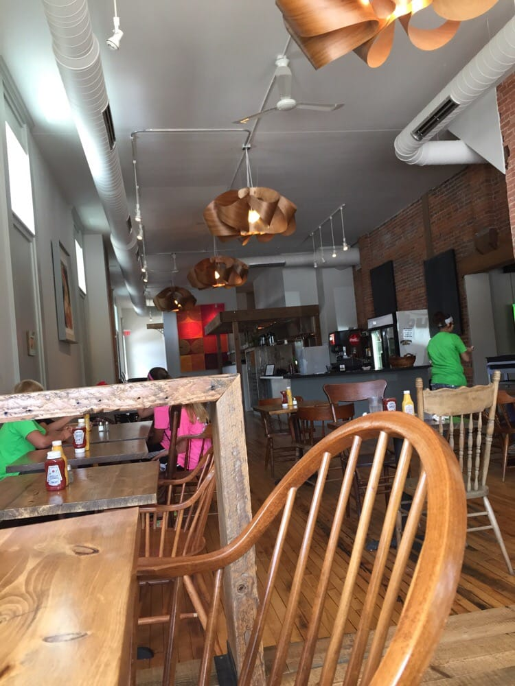 Kimbucks Cuisine: 1021 Broadway, Emmetsburg, IA