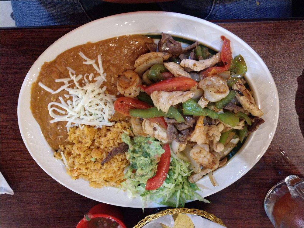 El Senor De Los Tacos: 1001 N 7th St, Rochelle, IL