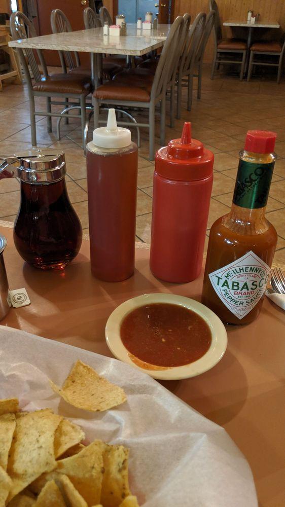 Del Prado Cafe: 6853 Hwy 550, Cuba, NM