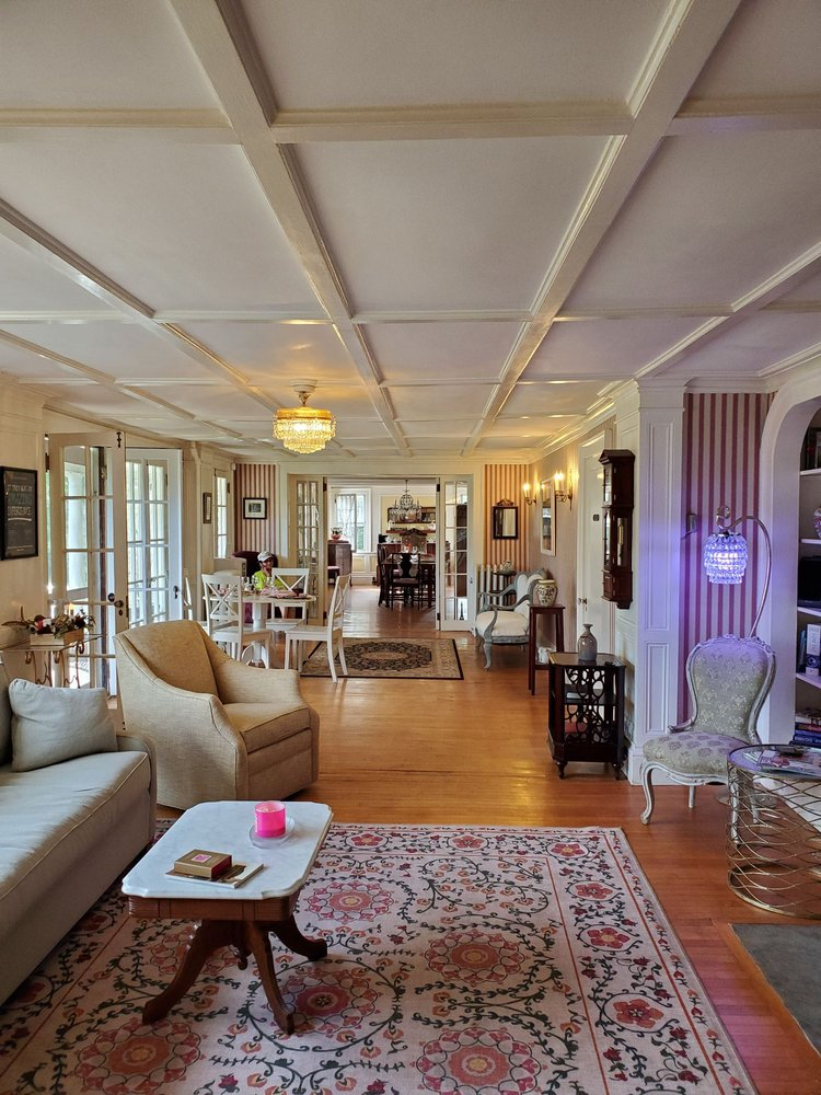 Harbour House Inn Bed & Breakfast: 725 N State Rd, Cheshire, MA