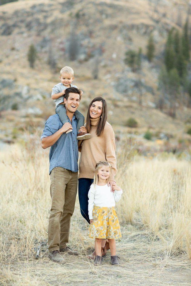 Living Well Family Chiropractic: 218 E Woodin Ave, Chelan, WA